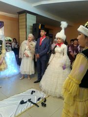 Дам на прокат казахское свадебное платье